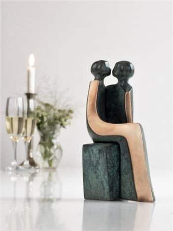 d24ece9ae223 Ide til bryllupsgaver. Giv en kærlighedsskulptur til brudeparret ...