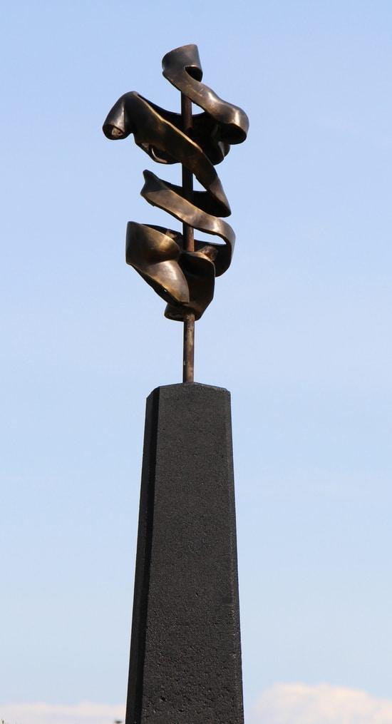 TURNING TORSO IV- ægte bronze