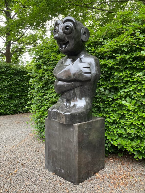HUMOR II - skulptur i sort marmor