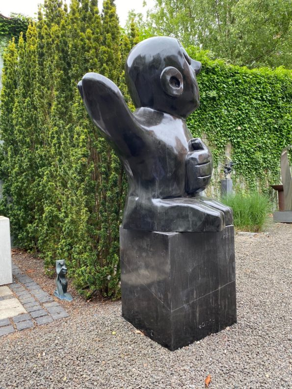 HUMOR I - skulptur i sort marmor